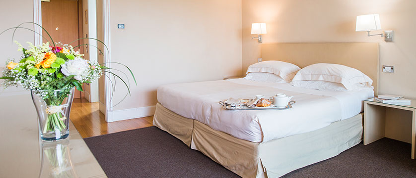 Hotel Acquaviva, Desenzano, Lake Garda, Italy - Double bedroom.jpg